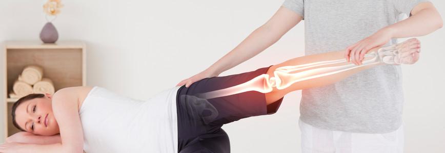 Bệnh về chân như đau khớp, nặng chân, loét chân là gì? Những triệu chứng biểu hiện và cách điều trị như thế nào?